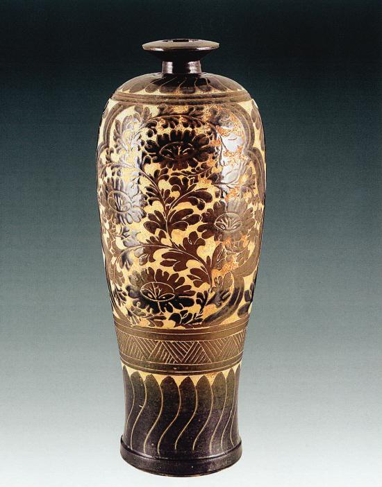 新金梅瓶_1217 金·吉州窑剔地缠枝纹梅瓶 64.5×11.5