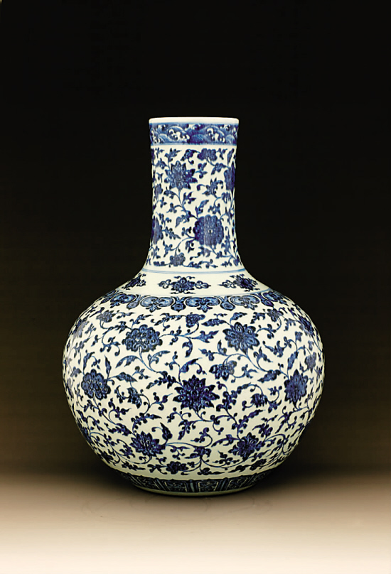 清乾隆 青花仿永宣缠枝花卉纹天球瓶 高:54cm图片